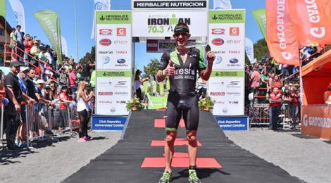 Sanders, Riveros take Pucon 70.3