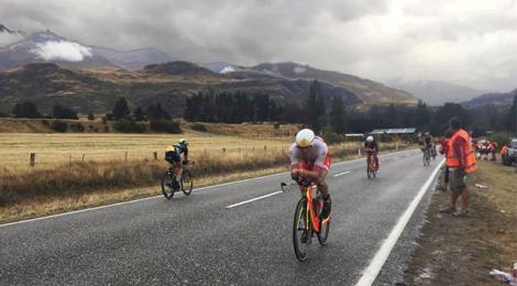 Javier Gomez, Annabel Luxford take Challenge Wanaka half